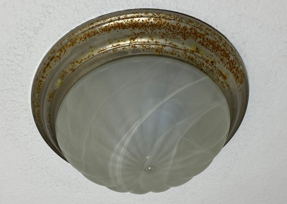 Flush-mount-light-with-rust-1